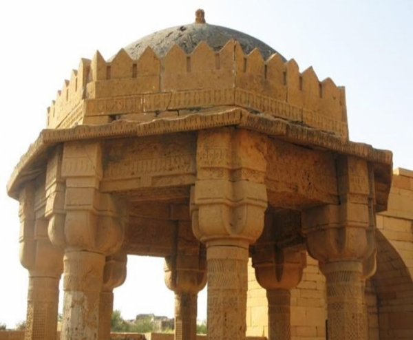 Tomb and compound wall of the yellow Stone, Makli - Thatta